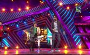 Boogie Woogie Kids Championship - Ayushmann performs with Abhishek on