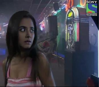 Aahat 5 - Ghost attacks Pooja - Clip 213