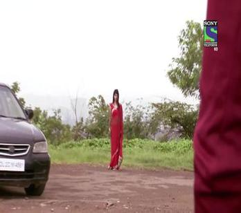 Main Naa Bhoolungi - Ep 157 - 15th August, 2014 - Aditya falls from the cliff
